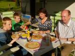 Buiten in de zon pannenkoeken eten!
